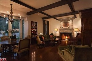 the-entire-mansion-is-14000-square-feet