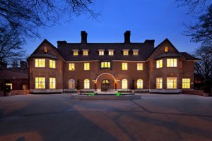 built-for-a-sugar-magnate-the-home-has-17-bedrooms-and-garage-space-for-10-cars