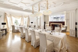the-dining-room-is-simply-massive