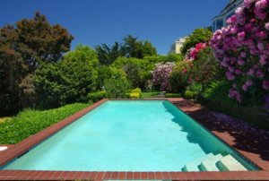 the-outdoor-pool-is-rare-for-san-francisco
