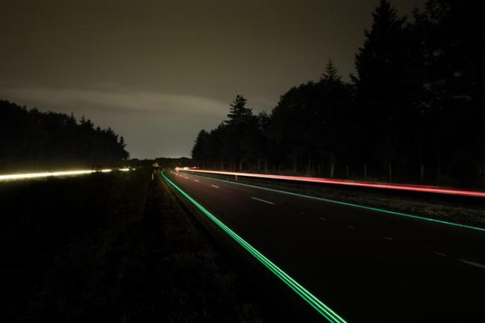 3037527-slide-s-4-glowing-highways-go-live-in-the-netherlands