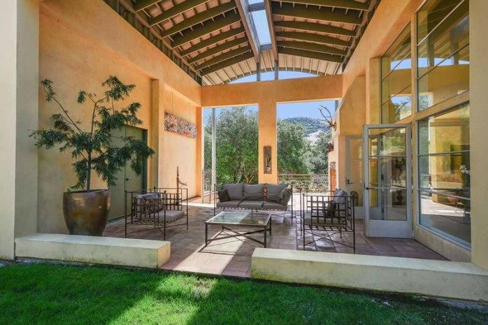 20-Westgate-Drive-Outdoor-Livingroom
