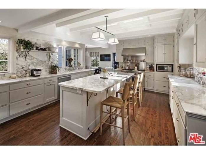 the-kitchen-is-full-of-marble